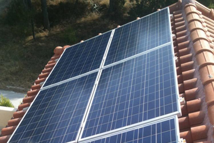 Εγκατάσταση φωτοβολταϊκών σε στέγη, περιοχή Ίσθμια