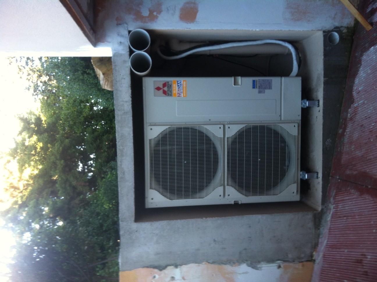 Α/Θ 23 Kw Αέρα-Νερού σε κατοικία στην Ν. Ερυθραία. Σύστημα με σώματα καλοριφέρ.